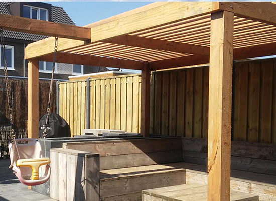 Houten terrasoverkapping door Try Out Hoveniers Almere